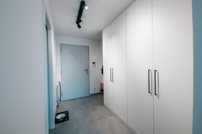 Šatní skříně - zádveří a ložnice